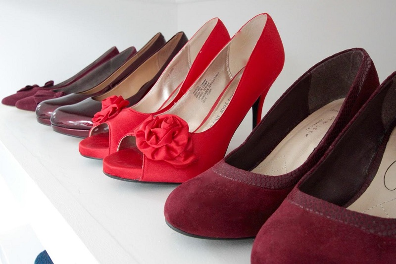 multi_shades_red_shoes